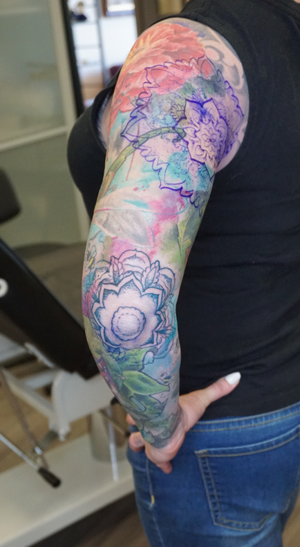 abstract-colour-elbow-tattoo-wonderlandstudios